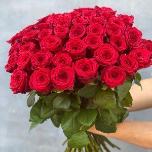 Smuk buket af røde roser af høj kvaltiet til levering i Horsens og omegn