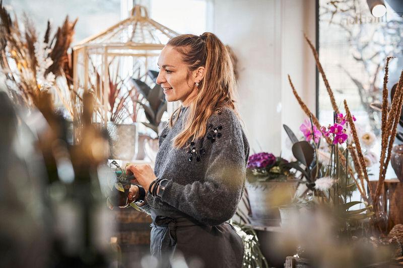 Blomsterbinder Jolanta hos Tromborg Blomster i Horsens