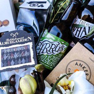 Lækker gavekurv med specialøl og søde sager til levering i Horsens
