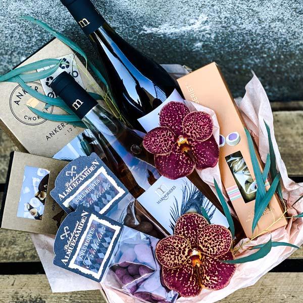 Gavekurv med vin og lækre sager til afhentning eller levering i Horsens